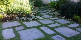 paver walkway in lawn 600 x 301